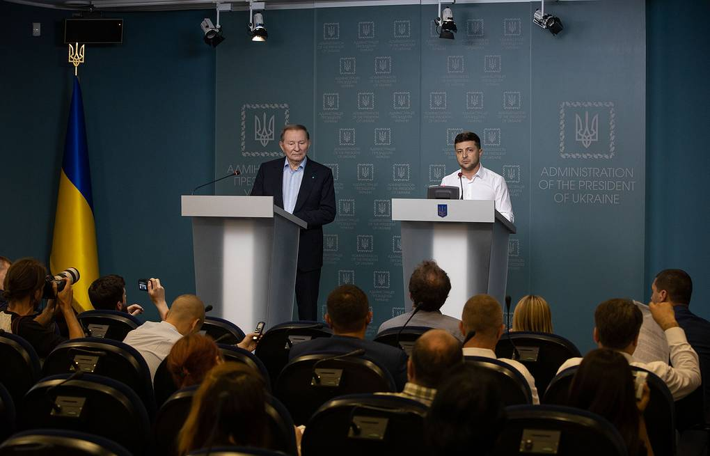 Ukrainian representative to the Contact Group on peaceful settlement in Donbass Leonid Kuchma and Ukrainian President Vladimir Zelensky  Presidential Administration of Ukraine/Creative Commons Attribution 4.0 International