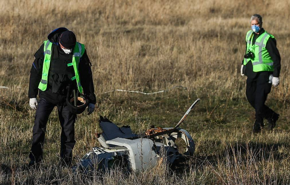 Dutch investigators on the crash site of Malaysia Airlines' Boeing-777 passenger aircraft, November 6, 2014 Mikhail Pochuyev/TASS