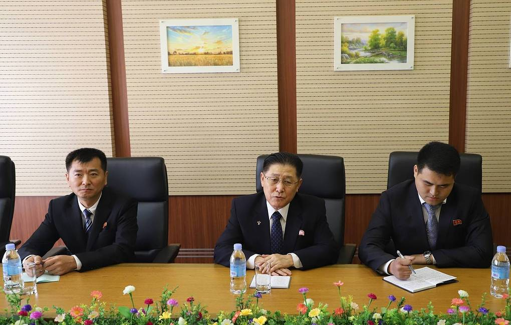 General Director of the Korean Central News Agency Kim Chan Gwang, center Yevgeny Agoshkov/TASS