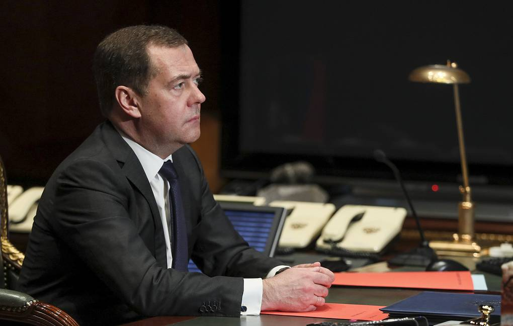 Medvedev Says He's Hanging On To United Russia Party Chairmanship | 648x1020
