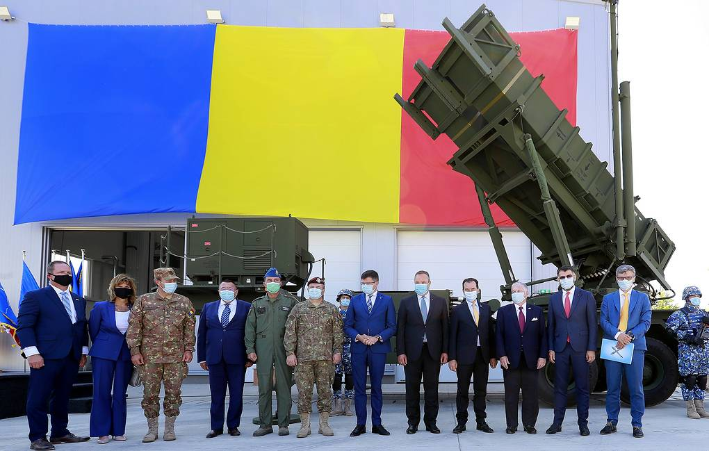 Senior officials and military participating at the reception ceremony for the first Patriot surface-to-air missile system in Romania EPA-EFE/ROBERT GHEMENT