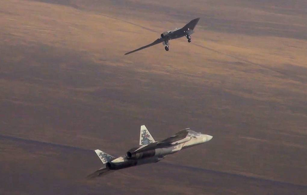 Sukhoi Su-57 ighter jet and Okhotnik heavy strike drone Russian Defence Ministry/TASS