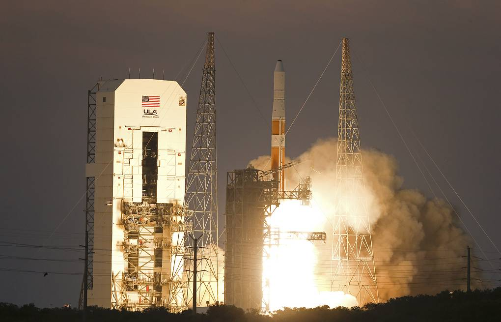 Запуск ракеты-носителя Delta 4 с космодрома на мысе Канаверал Архив AP Photo/John Raoux