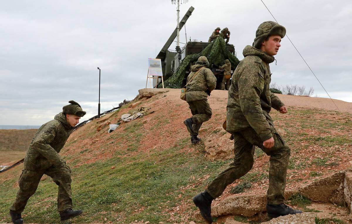 Russian missile troops destroy 'enemy' missile defense systems at drills in Siberia