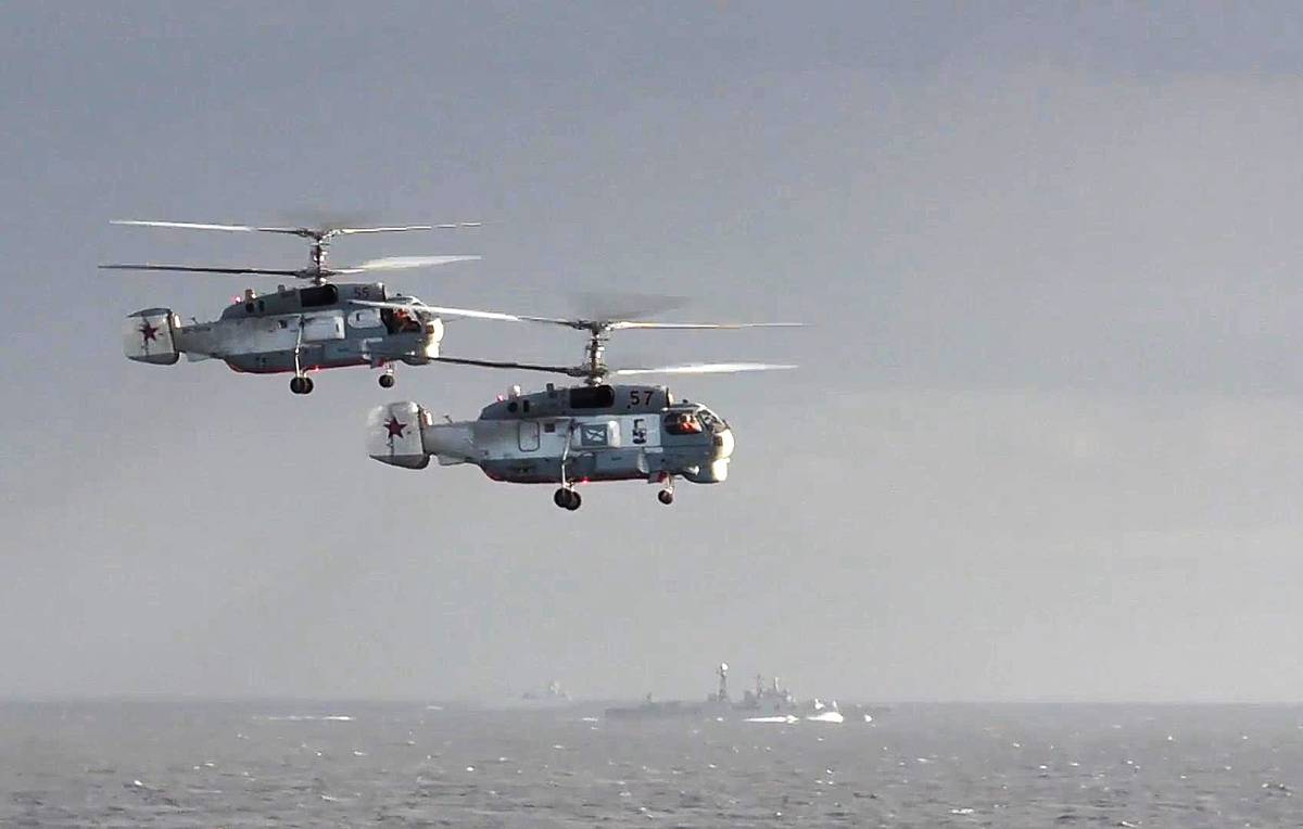 Russian helicopter pilots hold Mediterranean drills from cruise missile frigate's deck