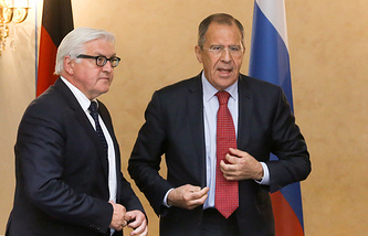 Russian Foreign Minister Sergei Lavrov (right) and his German counterpart Frank-Walter Steinmeier (archive)