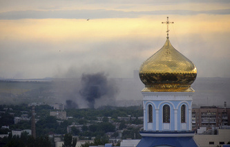 Black smoke seen over Luhansk following a mortar attack of the Ukrainian army on July 14