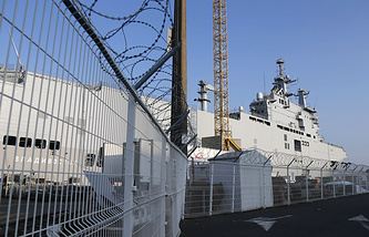 The Vladivostok warship docks on the port of Saint-Nazaire, France