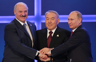 Belarusian President Alexander Lukashenko (left), Kazakh President Nursultan Nazarbayev (center) and Russian President Vladimir Putin (right)