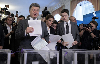 Ukrainian President Petro Poroshenko with his wife Maryna and son Oleksiy