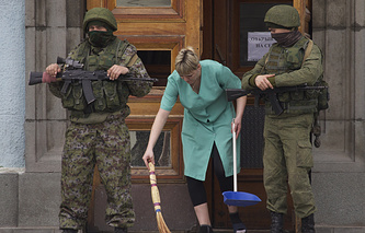 Russian soldiers called 'Polite people' by Crimean residents, seen in Crimea, Mar. 2014