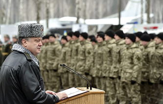 Petro Poroshenko giving a speech to Ukraine National Guard recruits