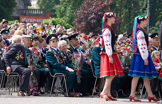 Ukrainian WWII veterans at a Victory Day parade in 2010 (archive)
