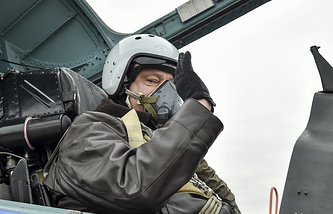 Petro Poroshenko sits inside a Su-27 fighter
