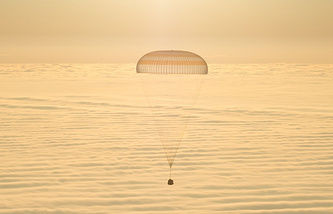 Landing of a descent capsule (archive)