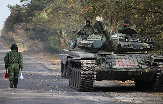 Servicemen of the self-proclaimed Donetsk People's Republic withdrawing military hardware