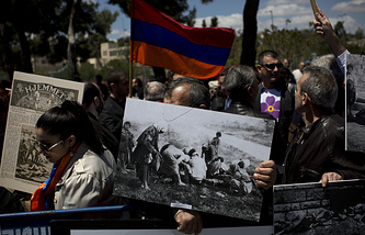 Armenians demonstrate in front of a Turkish consulate in 2015 (archive)