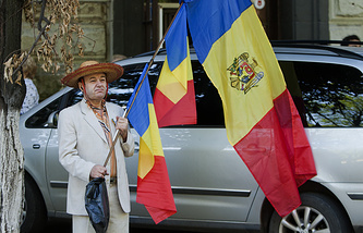 A Moldovan with Romania and Moldova national flags