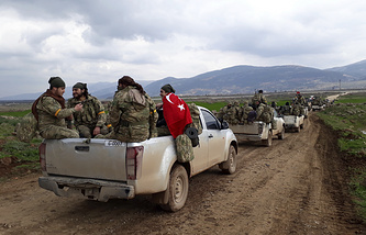 Turkey-backed Free Syrian Army fighters head towards the Syrian border, in Kirikhan