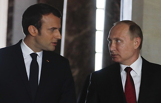 French President Emmanuel Macron and Russian President Vladimir Putin