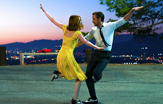 "a scene from the musical ""La La land"""