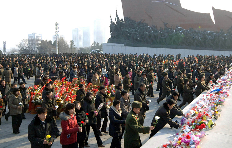 North Korean people laying wreaths at the statues of late North Korean leaders Kim Il-sung and Kim Jong-il in Pyongyang