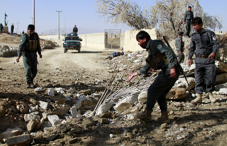 Afghan Police officials inspect the site of a bomb blast in the Peer Qarzdaran village of Ghazni, Afghanistan, 17 December 2013