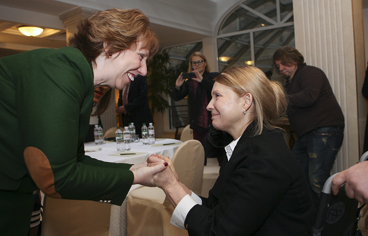 Catherine Ashton (L) and Yulia Tymoshenko (R)