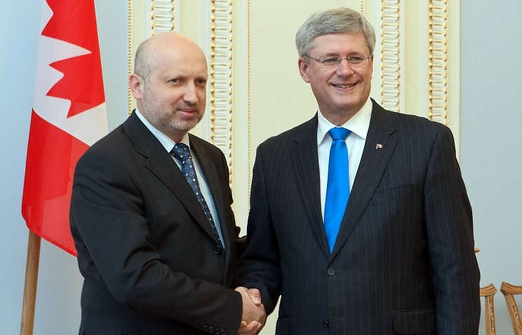 Ukraine's parliament-appointed Acting President Oleksandr Turchynov (L) and Canada's Prime Minister Stephen Harper (R)