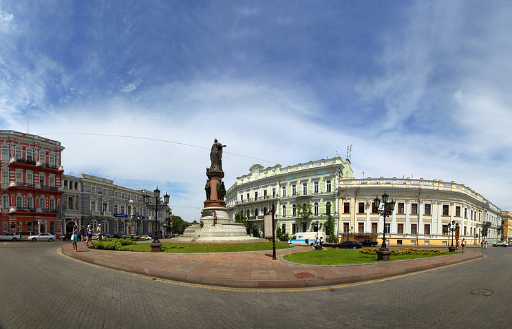 Monument to Russian Empress Catherine the Great in Odessa (center)