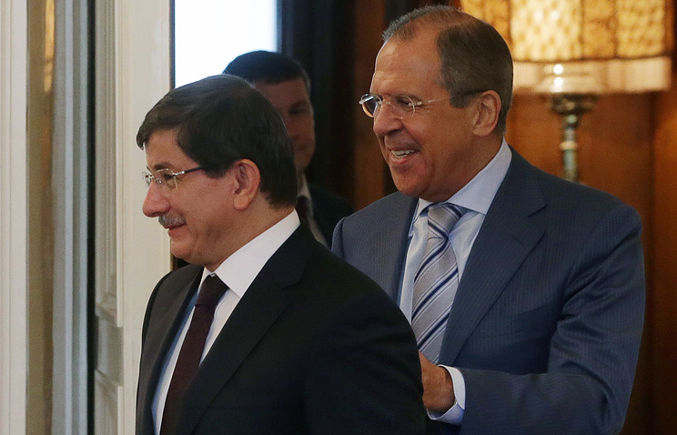Russian Foreign Minister Sergei Lavrov (right) and his Turkish counterpart Ahmet Davutoglu