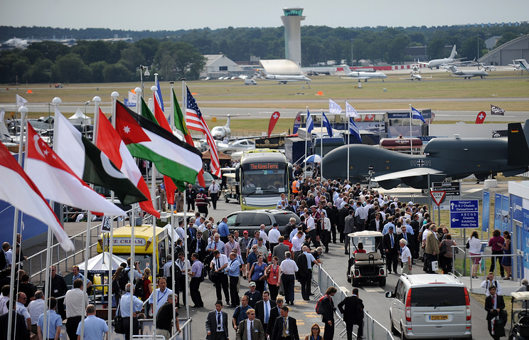 View of the Farnborough Airshow in 2010 (archive)