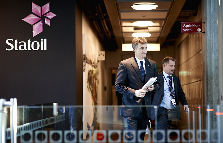 Statoil CEO Helge Lund (left)