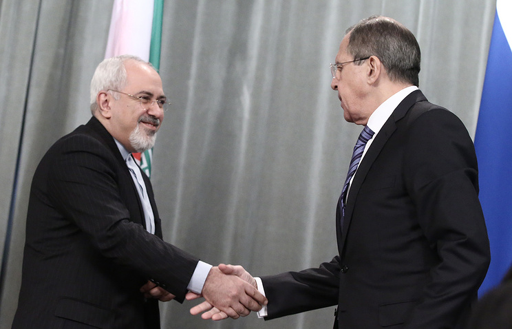Iranian Foreign Minister Mohammad Javad Zarif (left) and Russian Foreign Minister Sergei Lavrov (archive)
