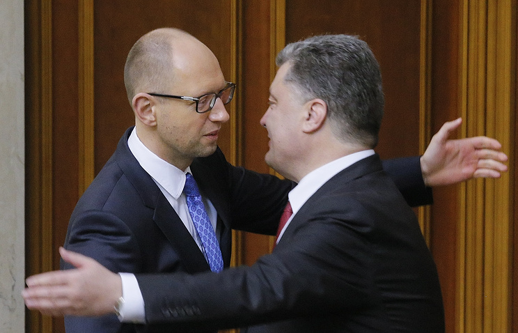 Petro Poroshenko (right) and Arseniy Yatsenyuk