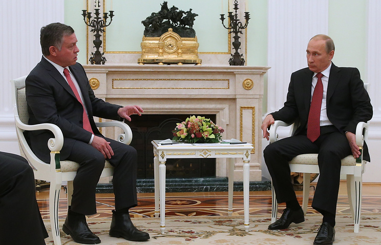 Vladimir Putin (right) and Jordanian King Abdullah II
