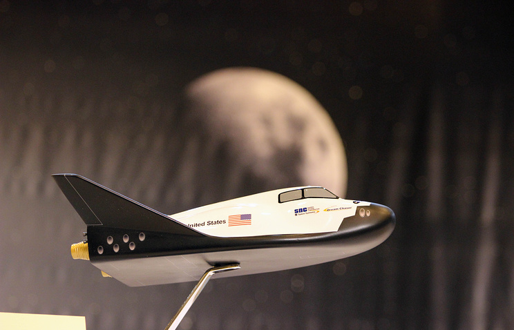 A model of the planned Dream Chaser mini-shuttle designed by Sierra Nevada Corp.