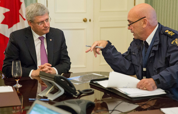 Canadian prime Minister Stephen Harper (left) during briefing on the shootings at Parliament Hill
