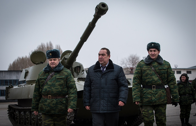 LPR leader Igor Plotnitsky with self-defense militiamen in Luhansk