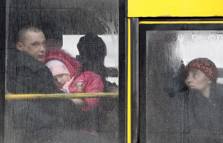 People waiting on a bus to leave the town of Debaltseve, Ukraine