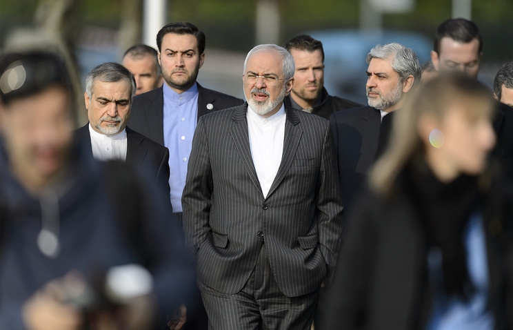 Iranian Foreign Minister Mohammad Javad Zarif (center) in Lausanne, Switzerland