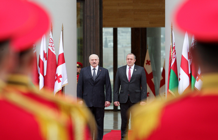 Belarusian President Alexander Lukashenko and his Georgian counterpart Giorgi Margvelashvili