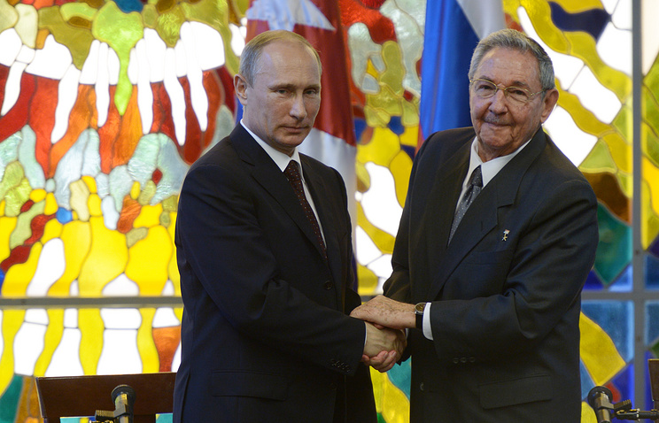 Russian President Vladimir Putin and Cuban President of the Council of State Raul Castro