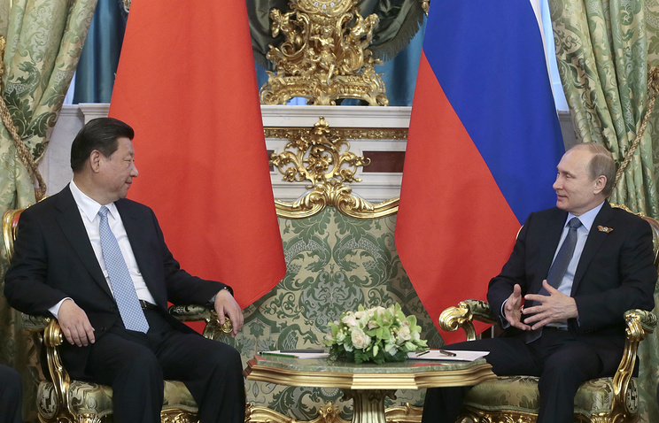 Vladimir Putin (right) and Xi Jinping