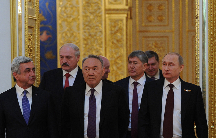 Serzh Sargsyan, Alexander Lukashenko, Nursultan Nazarbayev, Almazbek Atambayev and Vladimir Putin before the session of the Supreme Eurasian Economic Council