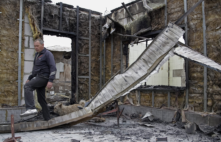 Destroyed building after a shelling in Donetsk (archive)
