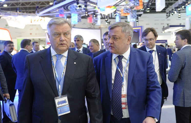 Head of Russian Railways Vladimir Yakunin (left)