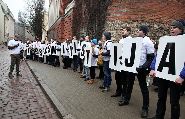 Participants of the rally in support of Russian schools in Latvia (archive)