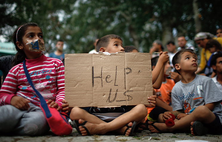 Children at the protest staged by migrants in Turkey
