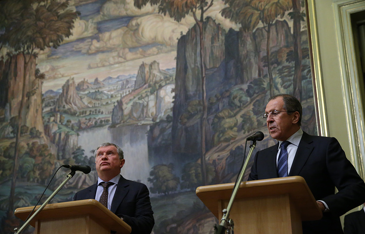 Rosneft CEO Igor Sechin and Russian Foreign Minister Sergey Lavrov